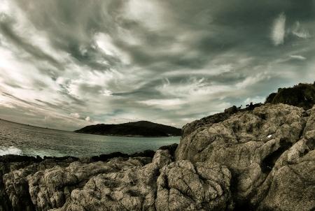 Stone on the beach with dark sky 版權商用圖片