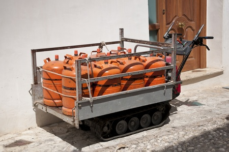 tracked: Small tracked vehicle for transport gas cylinders trough narrow streets