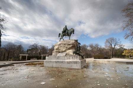 mariano: Monument to General Martinez Campos  It is located at Retiro Park, Madrid, Spain  It was designed by Mariano Benlliure and inaugurated on January 28, 1907