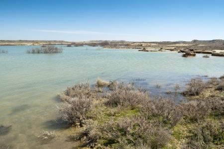 balsa: Balsa de Zapata Zapata vijver in Bardenas Reales, Navarra, Spanje Bardenas Reales is een semi-woestijn natuurgebied, of badlands, in het zuidoosten van Navarra, Spanje