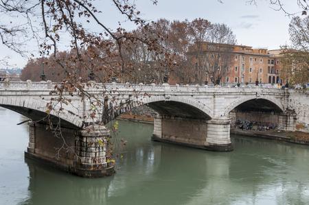 tiber: Puente sobre el r�o T�ber, Roma, Italia Editorial