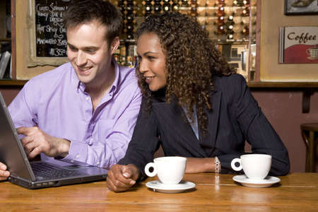 Business people using laptop LANG_EVOIMAGES