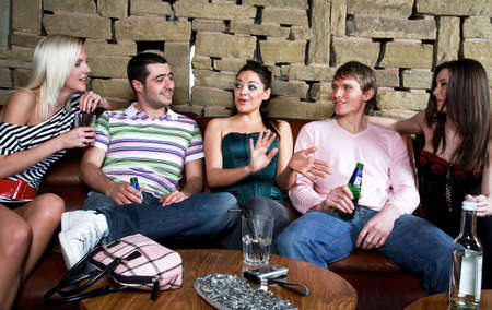 Men and women at the bar LANG_EVOIMAGES