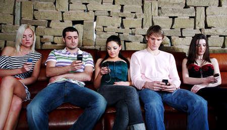 Los hombres y las mujeres de mensajes de texto por tel�fono m�vil  LANG_EVOIMAGES