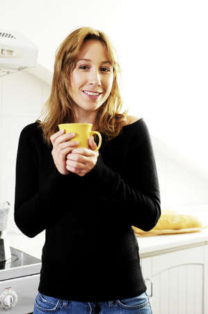 Woman holding a cup of coffee. LANG_EVOIMAGES