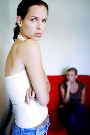 room mate: Women looking at the camera. LANG_EVOIMAGES