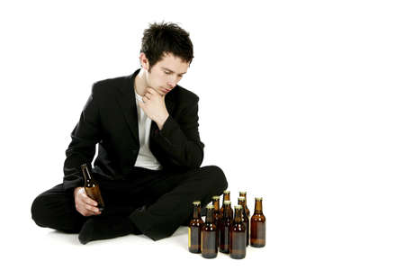 Man looking at bottles of beer. LANG_EVOIMAGES