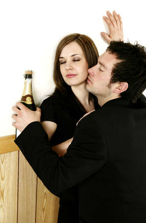 passionate kissing: Drunk man kissing a woman. LANG_EVOIMAGES