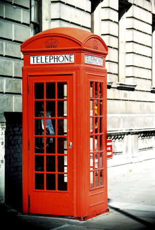 telephone: Telephone booth, London, England. LANG_EVOIMAGES