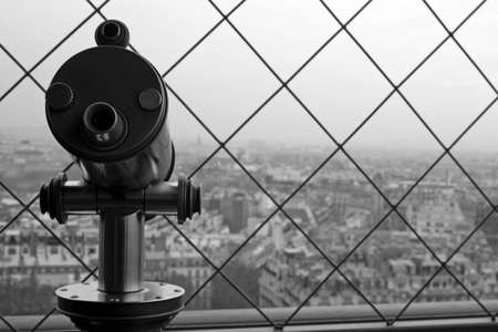 Telescope to view the cityscape of Paris. LANG_EVOIMAGES