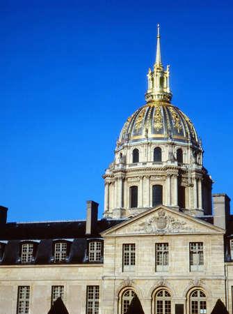 hemispherical: Les Invalides, Paris. LANG_EVOIMAGES