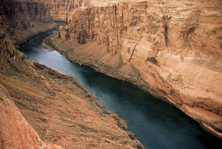 flowing river: Vista a�rea de un r�o que fluye.
