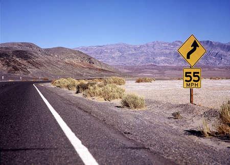 lejos: Autopista en los Estados Unidos.