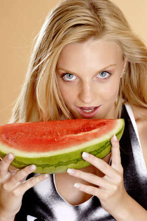 Woman eating water-melon. LANG_EVOIMAGES