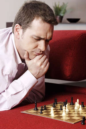 problem: Businessman playing chess game. LANG_EVOIMAGES