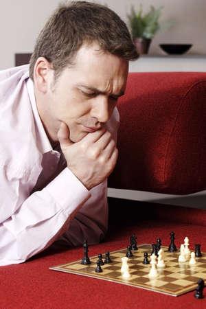 jugando ajedrez: Empresario de juego juego de ajedrez.