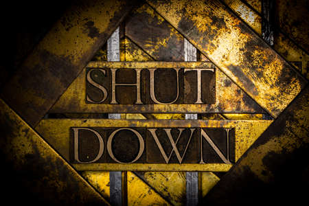 Shut Down text on grungy copper and vintage textured gold background Stockfoto