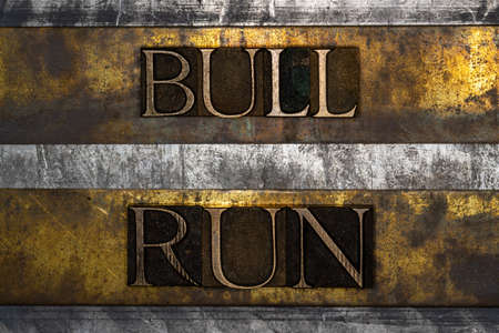 Bull Run text on textured grunge copper and vintage gold background Stockfoto