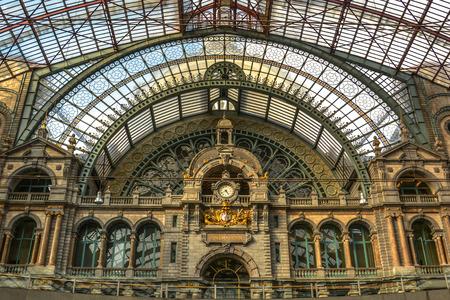 estacion de tren: La estación de tren Antwerpen