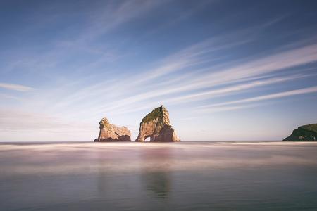 Wharariki 해변, 뉴질랜드 남섬의 정상 스톡 콘텐츠 - 68175168