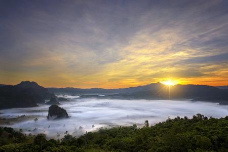 Beautiful sea mist in the morning at Phu Lang Ka, Phayao, Thailand Kho ảnh