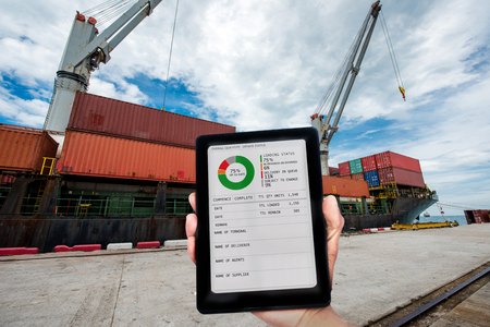 status of the loading working report on line to the customers clients by device to ensure the scope of work are always in order in the port at the jobsite