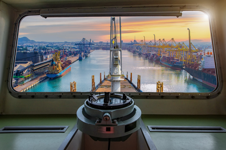 view from window bridge of the incoming ship arrival to an international port for loading discharging and transit the shipment cargo being for logistics system and transport to worldwide 免版税图像