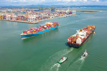 top aerial view of the large TEU containers ships arrival and departure the port, carriage the shipment from loading port to destination discharging port, transport and logistics services to worldwide Foto de archivo