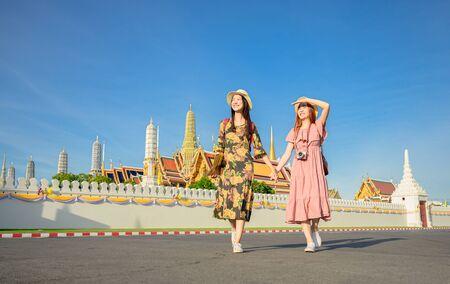 young tourist women walking through the palace temple in Bangkok of Thailand, Emerald Buddha Temple, Wat Phra Kaew, Bangkok Royal Palace popular tourist place Stock fotó