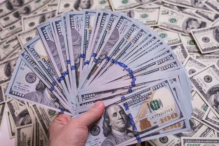 money pocket: fan de dinero, un fan de los nuevos billetes de cien d�lares, billetes de cien d�lares cara, sed de riqueza, detalle, el alquiler, dinero de bolsillo, fondo de dinero, millonario