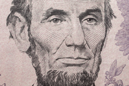 5 달러짜리 지폐, 돈, 5 달러 지폐 앞면 앞면에 에이브 러햄 링컨의 미국 대통령의 초상화. 배경 달러 가까이