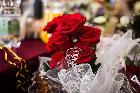 alliances: wedding flowers, bouquet red roses, bridal bouquet Stock Photo