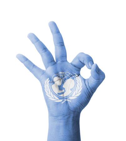 nazioni unite: Mano che fa Ok segno, l'UNICEF (Fondo delle Nazioni Unite per l'Infanzia) bandiera dipinta come simbolo di migliore qualit�, positivit� e successo