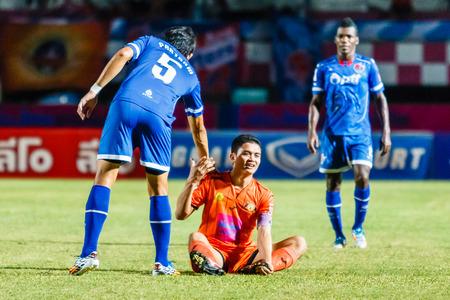 sportsmanship: SISAKET THAILAND-AUGUST 13: Sarayuth Chaikamdee of Sisaket FC. (orange) in action during Thai Premier League between Sisaket FC and PTT Rayong FC at Sri Nakhon Lamduan Stadium on August 13,2014,Thailand Editorial