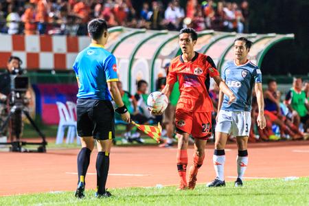 chiangrai: SISAKET THAILAND-MAY 3: Kittipong Wongma of Sisaket FC. (orange) in action during Thai Premier League between Sisaket FC and Chiangrai Utd. at Sri Nakhon Lamduan Stadium on May 3,2015,Thailand