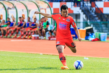 chiangrai: SISAKET THAILAND-MAY 3: Theerachai Ngamcharoen of Sisaket FC. crossing ball during Thai Premier League between Sisaket FC and Chiangrai Utd. at Sri Nakhon Lamduan Stadium on May 3,2015,Thailand