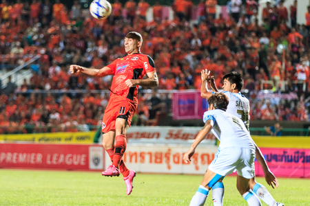 tot: SISAKET THAILAND-SEPTEMBER 20: Mohsen Bayatinia of Sisaket FC. (orange) head the ball during Thai Premier League between Sisaket FC and TOT SC at Sri Nakhon Lamduan Stadium on September 20,2015,Thailand