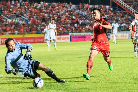 tot: SISAKET THAILAND-SEPTEMBER 20: Theerachai Ngamcharoen of Sisaket FC. (orange) in action during Thai Premier League between Sisaket FC and TOT SC at Sri Nakhon Lamduan Stadium on September 20,2015,Thailand