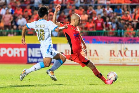 tot: SISAKET THAILAND-SEPTEMBER 20: Mohsen Bayatinia of Sisaket FC. (orange) shooting ball during Thai Premier League between Sisaket FC and TOT SC at Sri Nakhon Lamduan Stadium on September 20,2015,Thailand