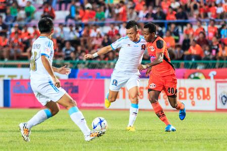 tot: SISAKET THAILAND-SEPTEMBER 20: Adefolarin Durosinmi of Sisaket FC. (orange) in action during Thai Premier League between Sisaket FC and TOT SC at Sri Nakhon Lamduan Stadium on September 20,2015,Thailand