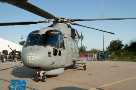 mago merlin: Leeuwarden, Holanda, 17 de septiembre: Westland EH101 Merlin en theLuchtmachtdagen Airshow el 17 de septiembre de 2011 en Leeuwarden campo de aviaci�n, Frisia, Holanda