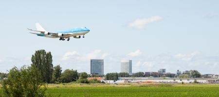 Large passenger jet making its landing approach Stock Photo - 19021677