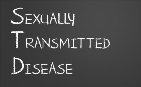 educacion sexual: Enfermedad de transmisi�n sexual escrito en una pizarra