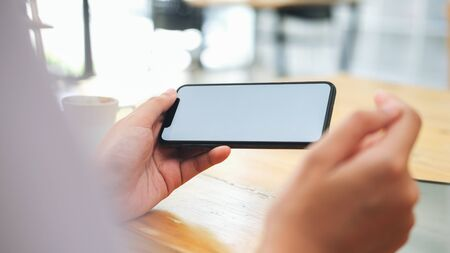 Closeup of woman holding blank screen smartphone. Copy space and mockup. Banque d'images - 131852966