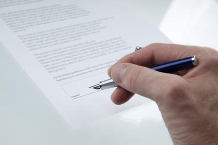 契約に署名するビジネス手