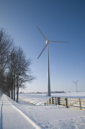 冬の風景の風力タービン