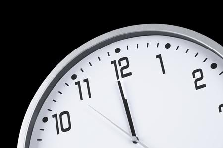 真夜中の直前に大きな白い時計