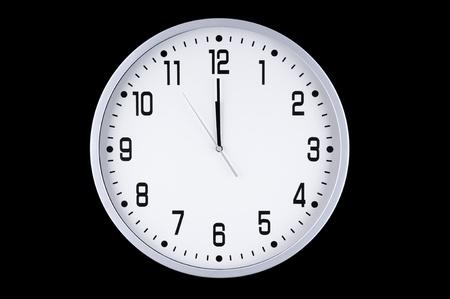 ちょうど午前零時前に真夜中の前に大きな白い時計