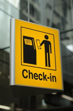 空港で黄色チェックの記号 写真素材