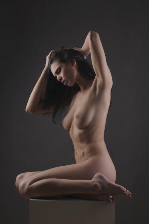 desnudo artistico: Forma femenina desnuda hermosa posando y expresión Foto de archivo